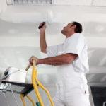 Как правильно покрасить потолок?
